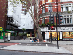 Charing Cross Road.  20181018T06-26-37Z (fitzrovialitter) Tags: england gbr geo:lat=5151376000 geo:lon=012949000 geotagged holbornandcoventgardenward tottenhamcourtroad unitedkingdom peterfoster fitzrovialitter city camden westminster streets urban street environment london fitzrovia streetphotography documentary authenticstreet reportage photojournalism editorial daybyday journal diary captureone olympusem1markii mzuiko 1240mmpro microfourthirds mft m43 μ43 μft ultragpslogger geosetter exiftool rubbish litter dumping flytipping trash garbage
