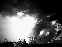 Météo explosive (hkoskas) Tags: monochrome exposition éclats effets effects tourments tourmentés