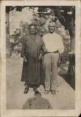 Ascoli com'era: una posa per Elvira e Francesco (193?) (Orarossa) Tags: 1350004 italy italia marche ascolipiceno genitoridinonnailma elvira francesco