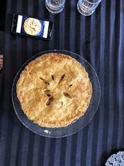 Anglų lietuvių žodynas. Žodis apple-pie reiškia n obuolinis pyragas lietuviškai.
