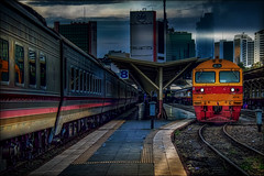 A Hitachi locomotive . . (grantthai) Tags: bangkok thailand hualamphong station tracks locomotive hitachi engine carriage carriages dawn sunrise morning 8fa36chid bfa36c built1993 platform
