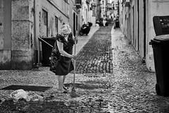 Lissabon Gente de Lisboa 163 bw (rainerneumann831) Tags: bw blackwhite street streetscene ©rainerneumann urban monochrome candid city streetphotography blackandwhite frau besen lisboa lissabon