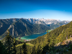 Achensee, Tirol (bayernphoto) Tags: rofan gebirge achensee mountains alpen alps oesterreich austria see lake maurach pertisau streichkopf hochiss seekarlspitze rosskopf rofanspitze gschoellkopf adler alpenhauptkamm silhouette berg berge gletscher erfurter huette wandern bergsteigen klettern climbing hike trail wanderweg karwendelblick