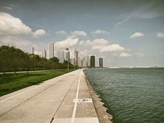 Cooling (ancientlives) Tags: chicago illinois il usa travel trips lake lakemichigan lakefronttrail lakeshore path water downtown city cityscape clouds weather huid warm sailing boats yachts chicagoparks monday landscape october 2018 autumn
