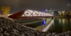 Calgary's Peace Bridge Panorama 2018 (John Andersen (JPAndersen images)) Tags: alberta bowriver bridge calatrava calgary city colour evening fall lights night pond skyline sunset trees