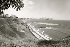 "Miraflores Bay, ""The Green Coast"", Lima - Peru (B&W) (Ayarphotographer) Tags: sea ocean water saltwater seascape landscape cityscape city urban park garden outdoors seaside coast littoral shore boardwalk seashore seaview seaboard pacific tree green lighthouse paraglider cliff bluff ravine miraflores lima peru waterfront plants flying air scenic scenery scene nature environment marine maritime skyline grass blue deep briny summer sunny view beach background outside beautiful panoramic panorama alfresco open travel vacation trip holiday"