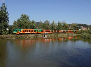 Der 628 261 und der 628 344 als Os nach Nové Údolí am 17.09.2018 unterwegs bei Křemže.