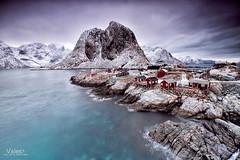 Hogar, dulce hogar (Valero-Xixona) Tags: luzenlaoscuridad largaexpoxicion lofoten luz valero naturaleza noruega nieve nubes