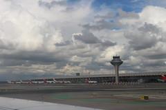 Torre de control y terminal del aeropuerto de Madrid. (Harry Espotterr, Er Buzo.) Tags: aeropuertointernacionaladolfosuárezmadridbarajas mad lemd aeropuertodemadridbarajas adolfosuárezmadrid–barajasairport madrid–barajasairport aena madrid españa spain aeronavesenpista torredecontrol terminal