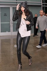 AG057212_12 (dp3061971) Tags: usa khloekardashian kendalljenner losangeles california staplescenter sister halfsister realitystar curves curvy basketballgame clippersgame jacket leatherpants hoopearrings cageheels jeans boots chanelbag designerbag fan smiling redlipstick fashion style