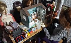 It's hard teaching a crafting masterclass 😋😂#diorama #dolls #bjd #rement #miniatures #minis #dollhouse (Natalie_myminiworld) Tags: diorama miniatures dollhouse rement dolls bjd minis
