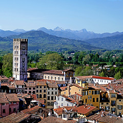 Lucca, dalla Torre Guinigi (pom'.) Tags: panasonicdmctz101 april 2018 lucca toscana tuscany italia italy europeanunion architecture mountains appennini apenninemountains 100 200 300 5000