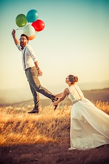 """ϙᴜéᴅᴀᴛᴇ ᴄᴏɴ ᴀϙᴜéʟ  ϙᴜᴇ ᴛᴇ ᴍɪʀᴇ ᴠᴏʟᴀʀ, ϙᴜᴇ ᴛᴇ ᴅᴇᴊᴇ ᴠᴏʟᴀʀ, ϙᴜᴇ ᴛᴇ ɪᴍᴘᴜʟsᴇ ᴀ ᴠᴏʟᴀʀ ʏ ᴛᴇ ᴀʟᴄᴀɴᴄᴇ ᴇɴ ᴛᴜ ᴠᴜᴇʟᴏ""🎈 (Iago López Losada) Tags: weddings"