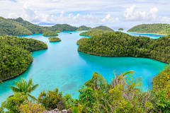 Sea water colours in Wayag (Andrés Guerrero) Tags: 2018 indonesia islands islas landscape mar paisaje papua papuabarat papuaoccidental rajaampat sea travel viaje wayag westpapua bay isla