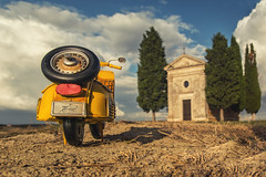 Roadtrip (Thomas Junior Fotografie) Tags: kirche capella chapel toskana toscana tuscany chiesa vespa vacation holiday crete senesi exploration explorer exploring explore eglise lost lp light licht lumiere lostplace luce lightbeam landscape lostplaces italia italy italien verladten verlassen verfall vecchio september gold golden cypress miniature zypressen landschaft hügel wolken sky blue heaven