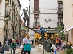 Sunday afternoon in Vicenza, Italy (vittorio vida) Tags: vice vicenza italy sunday afternoon lion square piazza signori columns venezia leone mercato market antiques antiquariato bambini children play books sanmarco poster sunset colors houses buildings