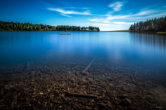 Deep blue (Soregral) Tags: wood ciel profondeur blanc couleurs poselongue bigstopper lake paysage tree bois arbre longexposure blue puydedôme leefilter lacdeservières bleu cloud nuage transparence techniquephoto vert lac green filé white