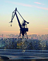 Crane and fountain (Jaedde & Sis) Tags: crane silhouette fountain aarhus