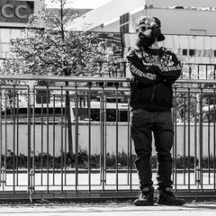 little man louder than hell (every pixel counts) Tags: 2018 berlin capital people city eu street man mitte everypixelcounts blackandwhite headphones 11 sunglasses square europa bw germany berlinalive blackwhite mann
