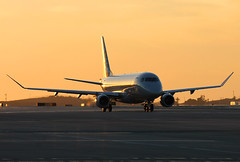 American Eagle N218NN (Alex McKnight Aviation) Tags: american americaneagle embraer emb175 lax