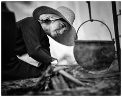 Pot roast (gro57074@bigpond.net.au) Tags: openfire potroast 2018 sydney woman grain mono monotone monochrome candid portrait bw fair stives 70200mmf28 d850 nikor nikon medieval cooking campfire