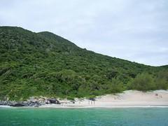 Praia do Farol / Arraial do Cabo (Sereiazinha Si) Tags: praiadofarol praia beach arraialdocabo riodejaneiro nature natureza paisagem mar sea montanha mountain brasil brazil litoral