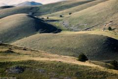Paesaggio in tilt shift (SDB79) Tags: rocca calascio abruzzo montagna colline paesaggio natura