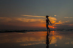 Trying to fly (Marta Panzeri) Tags: sea seaside beach friend model portrait sunset holiday sky water mare spiaggia sabbia riflesso reflection cielo vacanza ritratto tramonto golden acqua clouds waves onde nuvole follonica italia italy tuscany toscana outside
