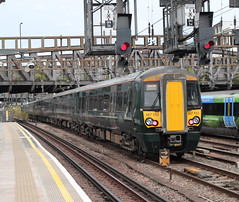 First Great Western . 387153 . Passing Royal Oak LUL Station , West London . Thursday 11th-October-2018 . (AndrewHA's) Tags: london royaloak station greatwestern railway first great western class 387 bombardier derby built electrostar electric multiple unit 387153 empty coaching stock 5p93 reading traincare depot paddington