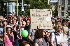Demonstration: #unteilbar - Für eine offene und freie Gesellschaft – Solidarität statt Ausgrenzung! – 13.10.2018 – Berlin - IMG_8657 (PM Cheung) Tags: grosdemonstration seebrücke rassismus demo demonstration unteilbar berlin kundgebung rechtspopulismus polizei afd neonazis antifa dagegenhaltenblock berlinmitte rechtsruck unteilbarfüreineoffeneundfreiegesellschaft–solidaritätstattausgrenzung 13102018 pmcheung solidaritätsdemonstration amnestyinternational initiativeseebrücke seebrückeschafftsicherehäfen horstseehofer frontex chemnitz prochemnitz nazis alternativefürdeutschland csu mittelmeer missionlifeline refugees flüchtlingspolitik 2018 ypg kurden pomengcheung wwwpmcheungcom antirassistischedemonstration siegessäule protest protestaktion antifaschisten alexanderplatz facebookcompmcheungphotography flüchtlingsproteste flüchtlinge mengcheungpo lifeline refugeeswelcome b1310 antirademo asylgesetzverschärfung seenotrettung flüchtlingshilfe flüchtlingslager libyen koalitionsstreit grenzschutzagenturfrontex aufnahmelager euausengrenzen seawatch rettungsschiff flüchtlingsinitiativen seenotrettern seenothilfe deutschlandlagerland sosméditerranée