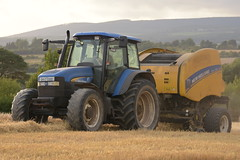 New Holland TM120 Tractor with a New Holland Roll Belt 150 Superfeed Round Baler (Shane Casey CK25) Tags: new holland tm120 tractor roll belt 150 superfeed round baler nh cnh blue watergrasshill wgh newholland bale bales baling traktor traktori tracteur trekker trator ciągnik grain harvest grain2018 grain18 harvest2018 harvest18 corn2018 corn crop tillage crops cereal cereals golden straw dust chaff county cork ireland irish farm farmer farming agri agriculture contractor field ground soil earth work working horse power horsepower hp pull pulling cut cutting knife blade blades machine machinery collect collecting nikon d7200