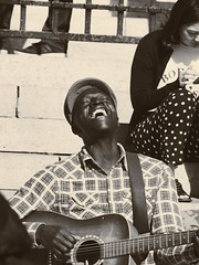 happiness (Cyrill Voegtlin) Tags: music paris vsco olympus omd10 travel guitar happy happiness sing