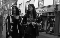 Fashion , Turn to the Left (Bury Gardener) Tags: suffolk streetphotography street streetcandids snaps strangers candid candids people peoplewatching folks 2018 nikon nikond7200 england eastanglia uk blackandwhite bw monochrome mono abbeygatestreet