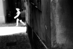 Lightwalker (Leica M6) (stefankamert) Tags: stefankamert street lightwalker light highlights sun tones textures people leica m6 leicam6 summicron dr dualrange dof blur bokeh kodak trix film analog grain noiretblanc noir blackandwhite blackwhite bw italy bellagio walker