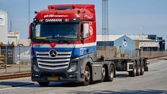 AS29403 (18.05.25, Østhavnsvej)DSC_8853_Balancer (Lav Ulv) Tags: 249171 østhavnsvej portofaarhus mercedesbenz actros actros963 actros2545 e6 euro6 eratransport 6x22 2014 red blue skeletaltrailer truck truckphoto truckspotter traffic trafik verkehr cabover street road strasse vej commercialvehicles erhvervskøretøjer danmark denmark dänemark danishhauliers danskefirmaer danskevognmænd vehicle køretøj aarhus lkw lastbil lastvogn camion vehicule coe danemark danimarca lorry autocarra danoise vrachtwagen trækker hauler zugmaschine tractorunit tractor artic articulated semi sattelzug auflieger trailer sattelschlepper vogntog oplegger sættevogn