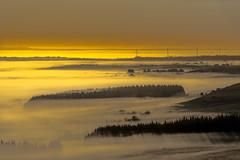 Les portes de l'enfer,Finistére,Bretagne. (yann2649) Tags: yeunelez sunrise montdarrée brume fog jaune matin mistérieux celtic brittany bretagne