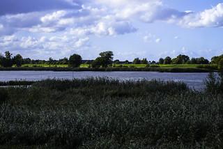 Holland - Lek ter hoogte van Waal.