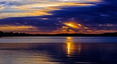 Westward Show (Bob's Digital Eye) Tags: canon canonefs1855mmf3556isll clouds cloudscape glow h2o laquintaessenza lake lakesunset lakesunsets lakescape landscape outdoor reflection sep2018 silhouette skies sky skyline skyscape sun sunset sunsetsoverwater t3i water flicker flickr