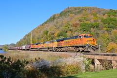 Glen Haven, Wisconsin (UW1983) Tags: trains railroads bnsf aurorasubdivision graintrains fallcolors glenhaven wisconsin