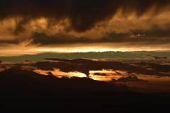DSC_2224 (griecocathy) Tags: paysage coucher soleil montagne ciel nuage noir brun jaune orange vert crème beige blanc