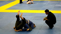 Jiu jitsu girls (BLLLCCC) Tags: sport deporte esporte tatame mat martialarts pressão pressure technique solas soles baresoles chulé descalça pés feet barefeet barefoot luta fight gi kimono jiujitsu bjj teens feminino female girls