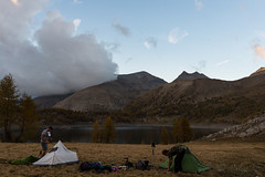 Randonnée au Lac d'Allos, montage des tentes, 20 Octobre 2018 (Enzo R.) Tags: adventure aventure allos lac lake peoples nature mountains montagnes tente clouds provence france alps alpes trees arbres ciel sky paysage landscape montagne bois wood
