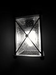 Luz (Martabarbero) Tags: luz luces ilumina lampara blancoynegro oscuridad