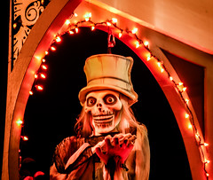 top hat ghost (pbo31) Tags: bayarea eastbay alamedacounty california october 2018 fall nikon d810 color night dark boury pbo31 halloween holiday alameda trump politics political republican presidential election decorations black orange ghost display dead skeleton head house goblin