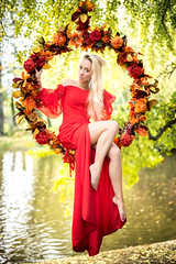 Laetitia (Mickael Shooting Stars) Tags: modele shoot portrait automne parc exterieur balancoire robe rouge mannequin d750