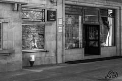 Reflexos (lamartinedias) Tags: chaves casa rua reflexos reflexo pretoebranco brancoenegro cidade urbano
