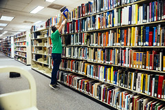 1005 Chris moves books around during stop-motion shoot (movies05) Tags: chrisbryan denton northtexas unt univeristy willis willislibrary books bookshelf library production stopmotion stretch timelapse tiptoes tippytoes
