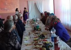 Вручение грамоты за хорошую работу и в связи с праздником председателю совета ветеранов  М.А.Мазур от районного совета ветеранов