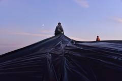 Mais häckseln - Abdecken der Silage bei Mondschein; Bergenhusen, Stapelholm (21) (Chironius) Tags: stapelholm bergenhusen schleswigholstein deutschland germany allemagne alemania germania германия niemcy klinx landwirtschaft silhouette mond himmel gegenlicht