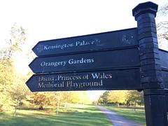 Londres - Kensington Palace - Hyde Park (gab113) Tags: londres angleterre london parc park panneau ciel kensington directions
